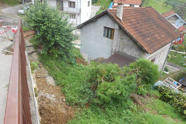 Na Laušu tlo klizi iznad kuća