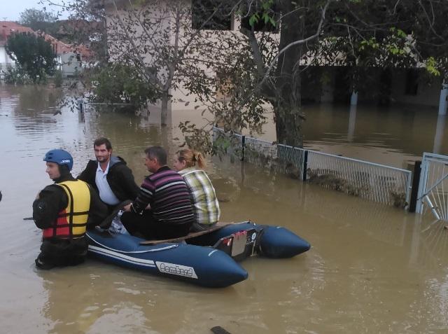 Vojska u poplavljenim opštinama Srbije