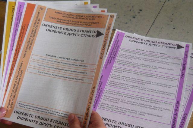 Derventa: Manjak 400 listića na biračkom mjestu