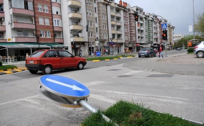 Banjaluka: Za 9 mjeseci uništeno 300 saobraćajnih znakova