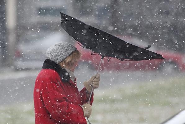 Crveni alarm u Srbiji: Noćas stižu snijeg, olujni vjetrovi i ledena kiša