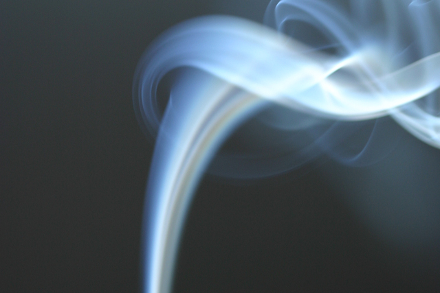 Nude milion dolara onome ko objasni kretanje dima cigarete