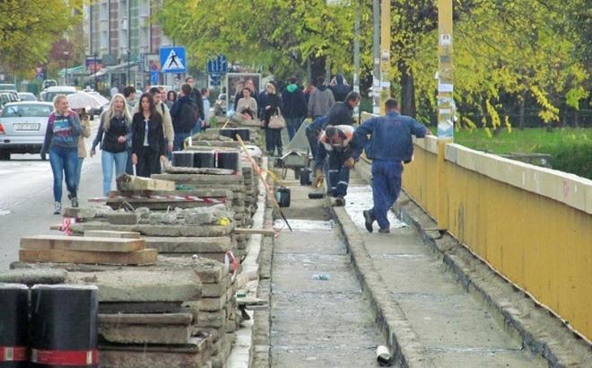 Sanacija pješačkih staza na Venecija mostu