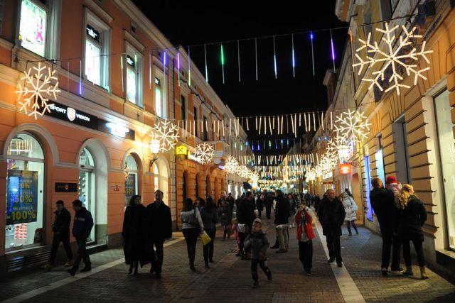 Banjalučani nezadovoljni: Isto ukrašavanje, loš program za doček Nove godine na Trgu