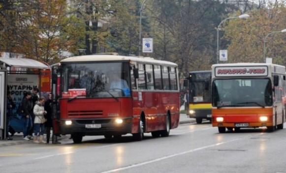 Nezadovoljstvo putnika zbog kašnjenja autobusa