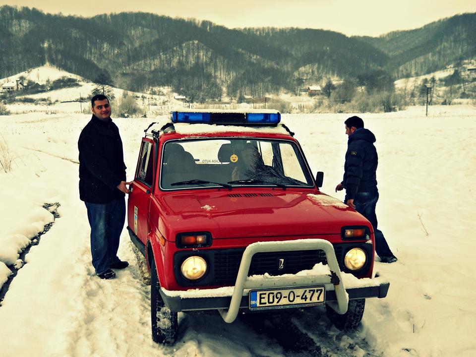 Drugačija zimska priča: Volonteri u vatrogasnom džipu dijelili pomoć po udaljenim selima