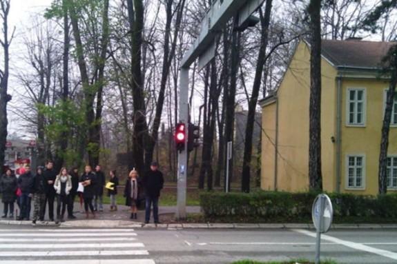 Postavljeni tajmeri na semaforima kod pozorišta