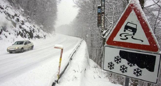 Snijeg u većem dijelu Srpske, saobraćaj usporen