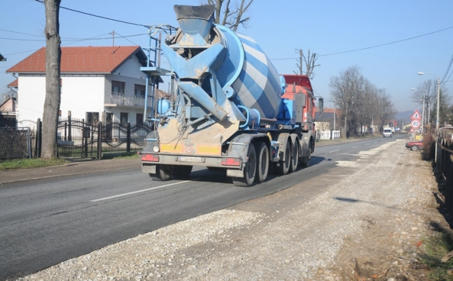 Problemi vozača u Vrbanji: Kanalizacija urađena, dio puta ostao neasfaltiran