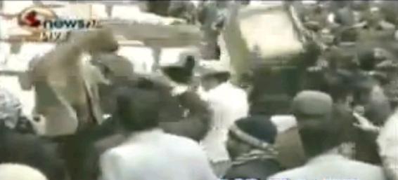 Tuča u nepalskom parlamentu: Letjele stolice i mikrofoni (VIDEO)