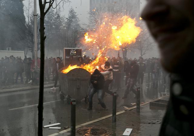 Neredi u Prištini: Više od 80 povrijeđenih