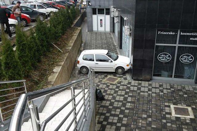 """Bulevar: Polo se """"parkirao"""" na nemogućem mjestu"""
