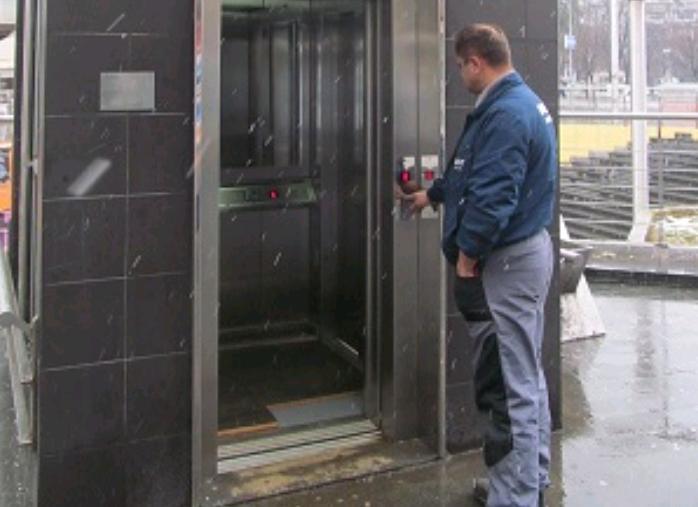 U pogonu lift za lica sa invaliditetom na Trgu Krajine