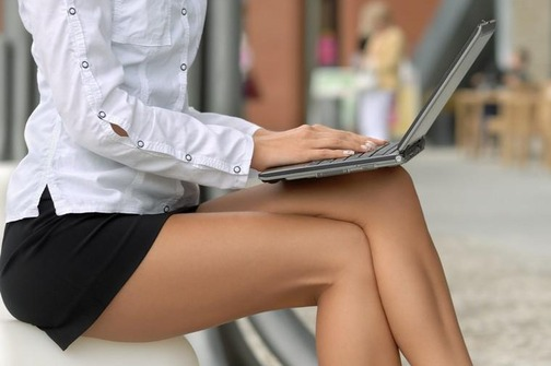 Kodeks oblačenja u javnim ustanovama: Kratke suknje draže od propisa