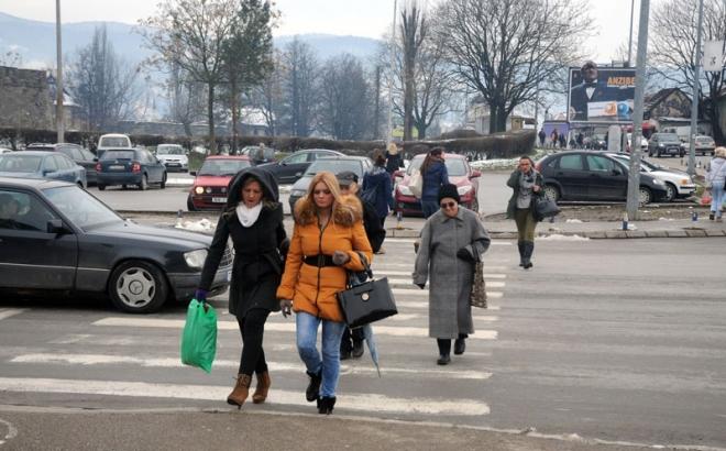 Raskrsnica kod Tržnice: Pješaci traže semafor sa tasterom