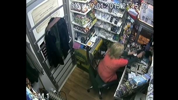 Banja Luka: Prodavačica u kiosku otjerala razbojnika sa pištoljem (VIDEO)