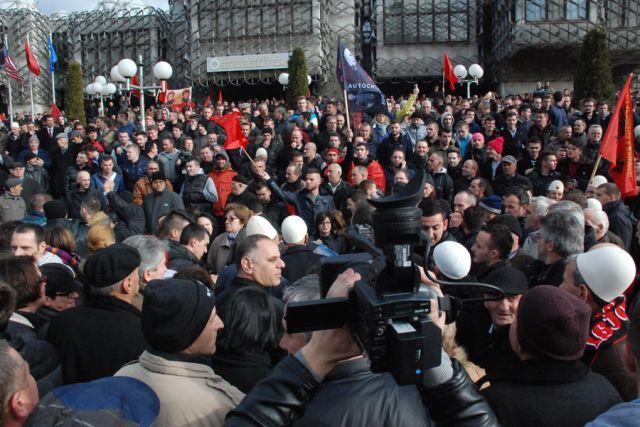 Neredi u Prištini: Povrijeđeno 19 policajaca i dvoje civila