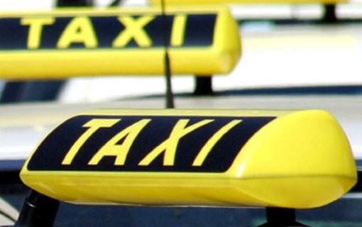 Počelo izdavanje taksi naljepnica