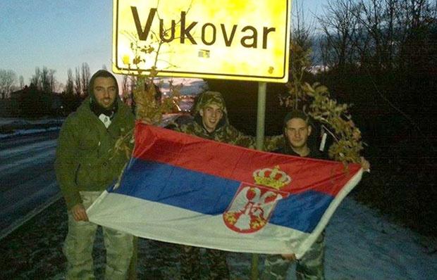 Vukovar: Prijava protiv mladića zbog slikanja sa zastavom Srbije
