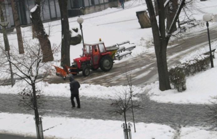 Banjaluka: Bez problema u saobraćaju, zimske službe stalno na terenu