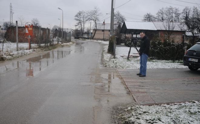 U Ulici Vladislava Skarića kamioni mjesecima raznose blato i kamenje