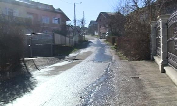 Kraljeva ulica na Petrićevcu: Nema kanalizacije, rupe na asfaltu, kuće bez broja