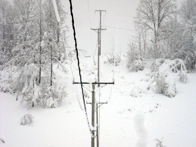 Otklanjaju se kvarovi na elektro mreži, struju čekaju još mnogi