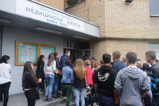 Učenici Medicinske škole se smrzavaju