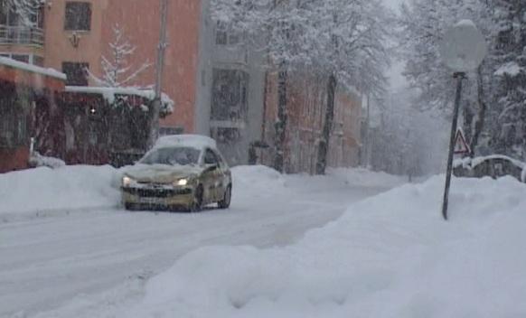 Trebinje zavejala snježna oluja (FOTO)