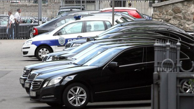 Vlada Srbije: Zbog štednje prodajemo 1583 vozila