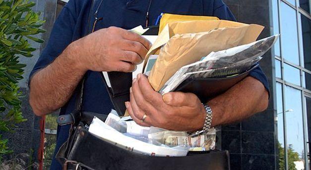 Poštar držao 7.000 pisama u svojoj kući