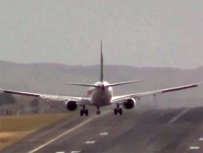 Slijetanje na najopasnijem aerodromu (VIDEO)