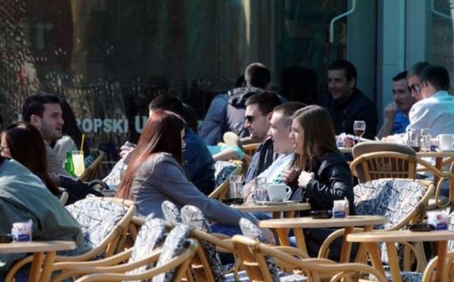 Opomene kafićima zbog ljetnih bašta