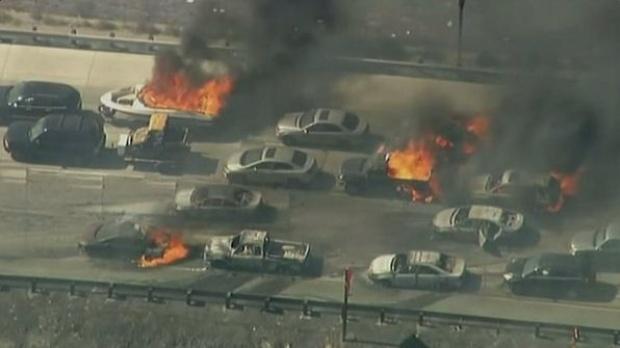Kalifornija: Šumski požar zahvatio vozila na autoputu (VIDEO)