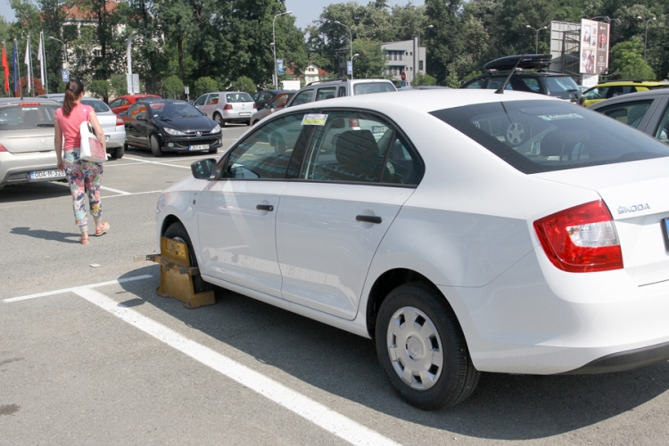 Parking kod Vlade: Kandže na autima Inspektorata RS  već desetak dana