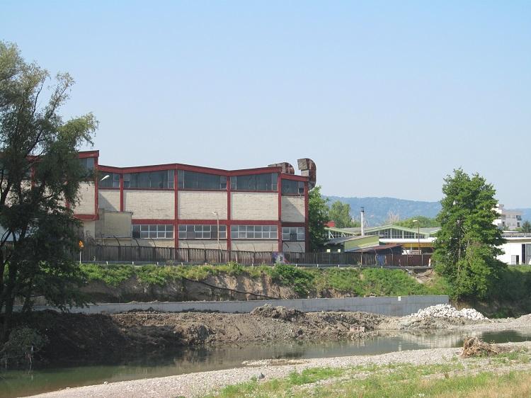 Uređena obala rijeke Vrbanje kod Žutog mosta