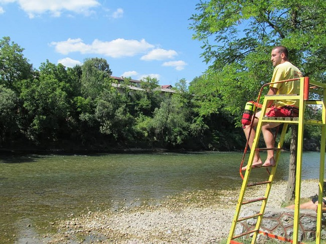 Spasilačka služba na plaži kod Zelenog mosta (FOTO)