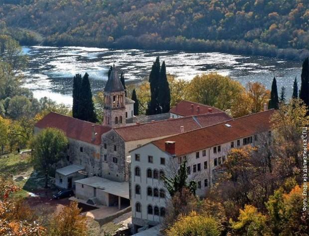 Četiri vijeka bogoslovije manastira Krka