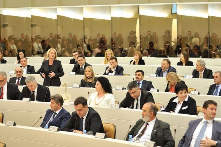 Nikom nije ljepše neg' je nam': Koliko rade i zarađuju poslanici u PS BiH