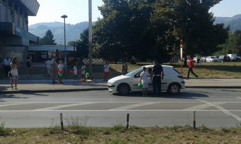 Djeca i policija zajedno upozoravaju vozače.