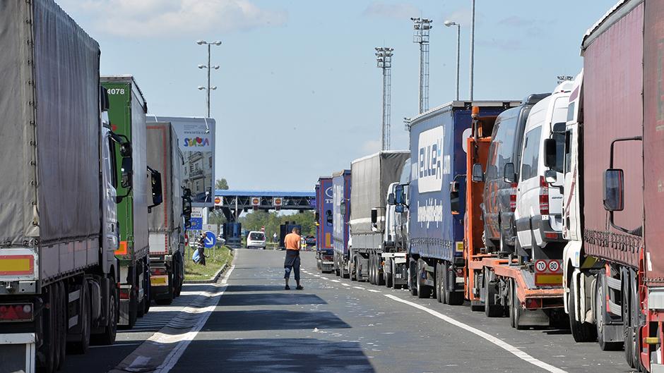 Kamiondžije blokirale granicu, propuštaju vozila sporadično