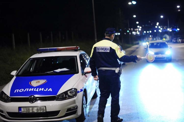 Preko pune linije voze i policija i auto-škole (FOTO)