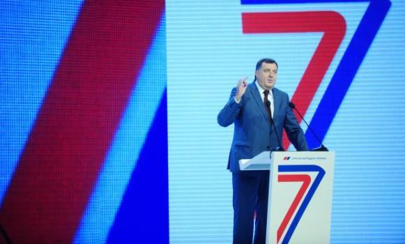 Dodik na slavi SNS: Živimo zagledani u Srbiju