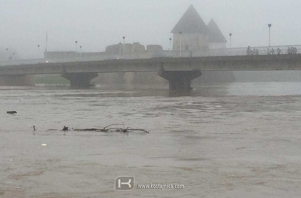 U Kostajnici vanredna odbrana od poplava