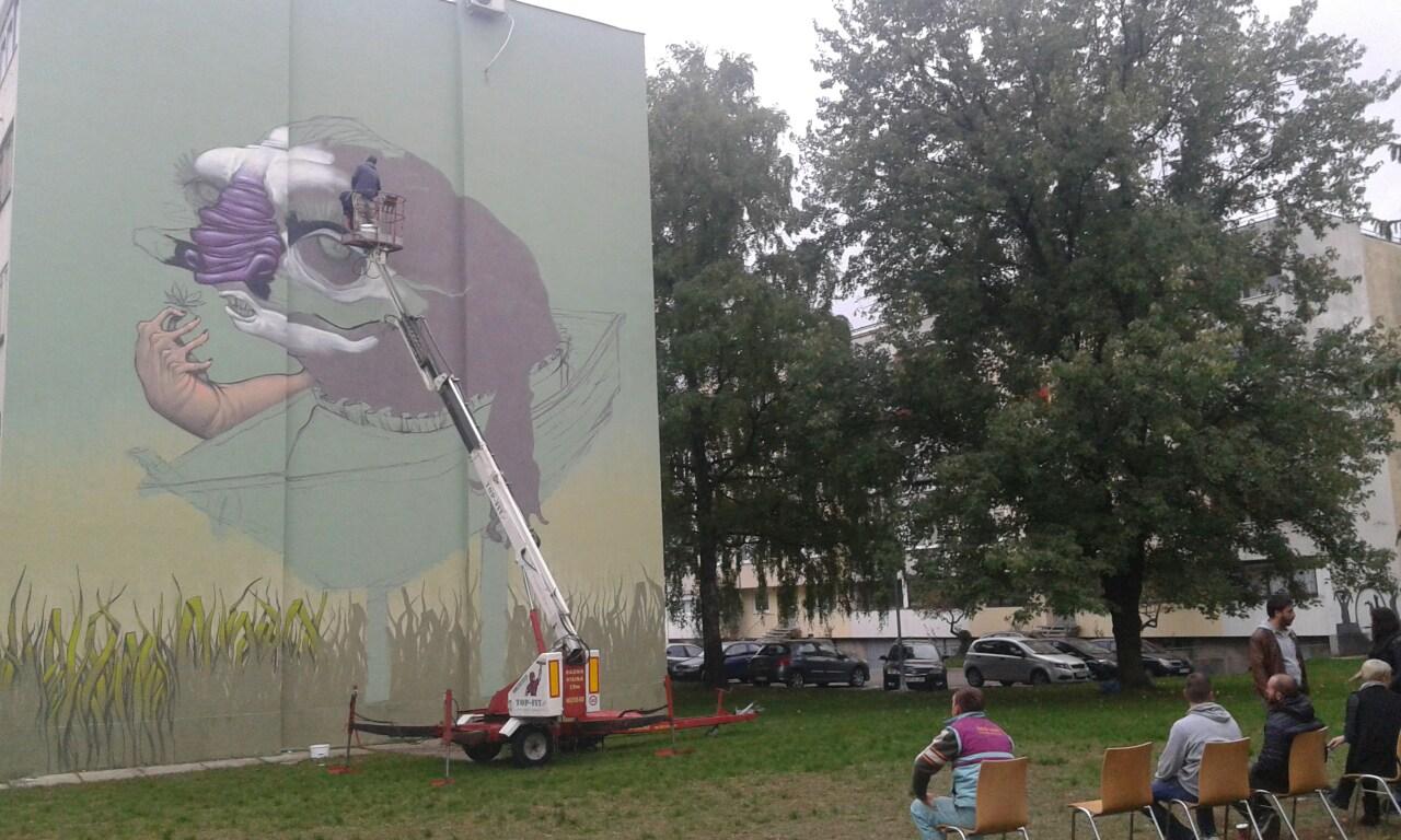 Izranjaju boje na novom muralu u Boriku (FOTO)