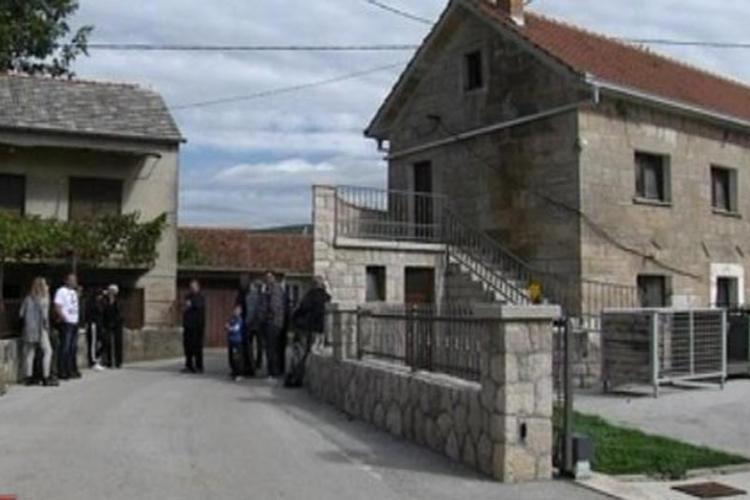 Nove granice na Balkanu: Jovićima spavaća soba u Hrvatskoj, a WC u BiH
