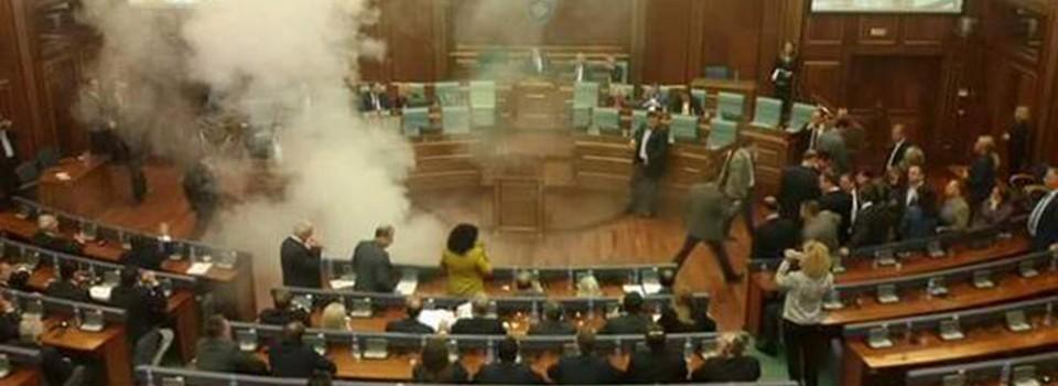 Haos u parlamentu Kosova
