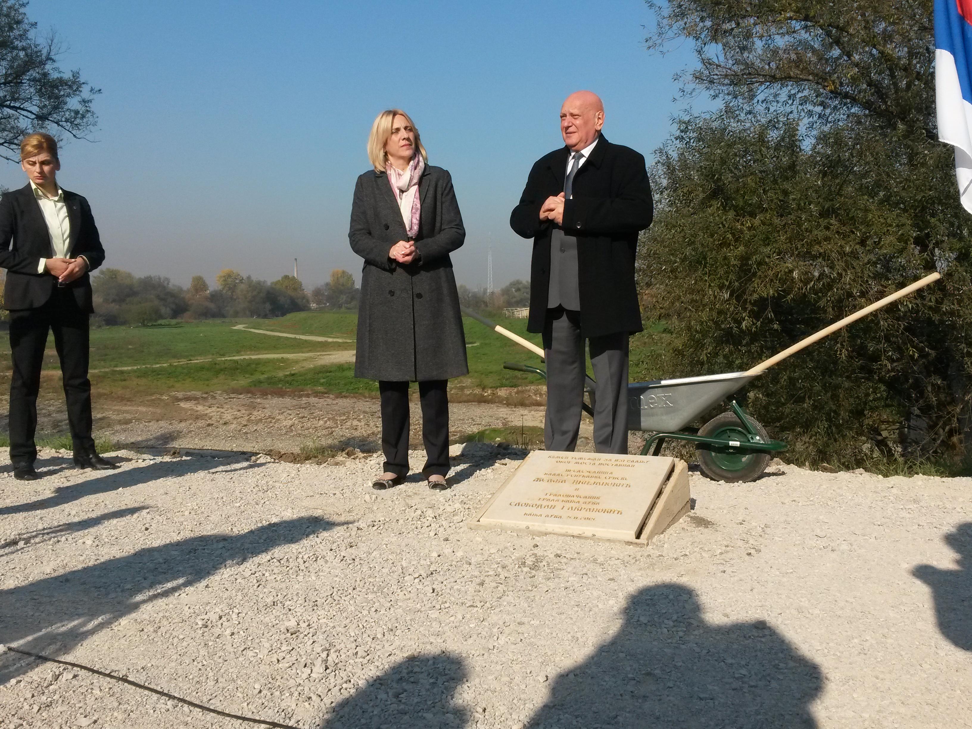 Česma: Nakon godina poplava i obećanja postavljen kamen temeljac za jedan most (FOTO)