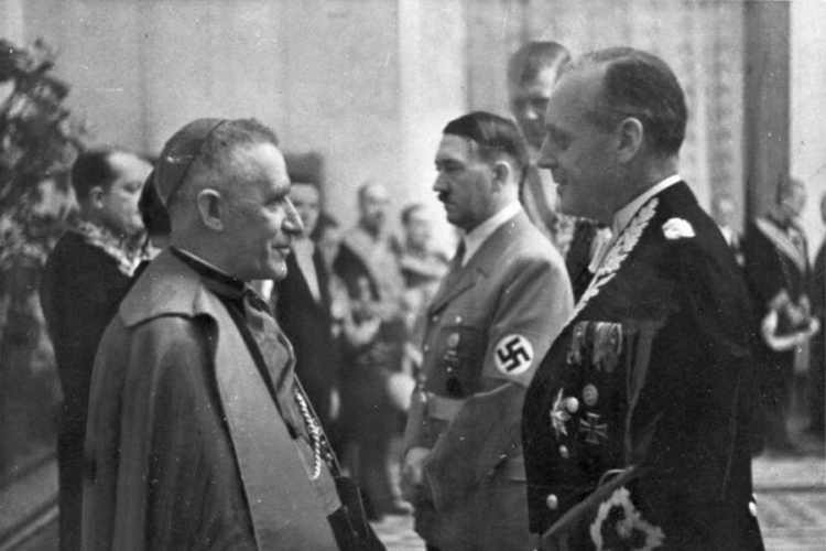 Papa planirao atentat na Hitlera