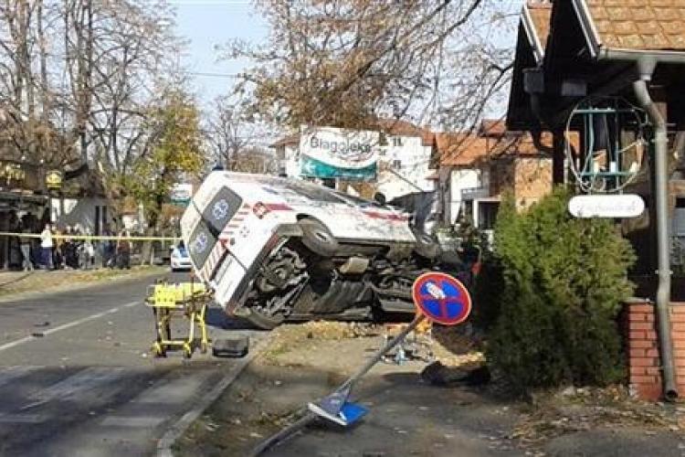 Troje poginulo u sudaru vozila hitne pomoći i golfa
